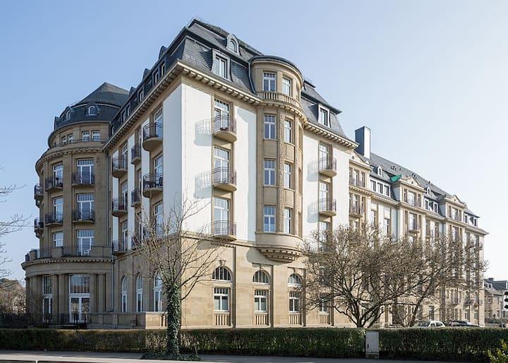 Zentrale, großzügige Wohnung im alten Grand Hotel