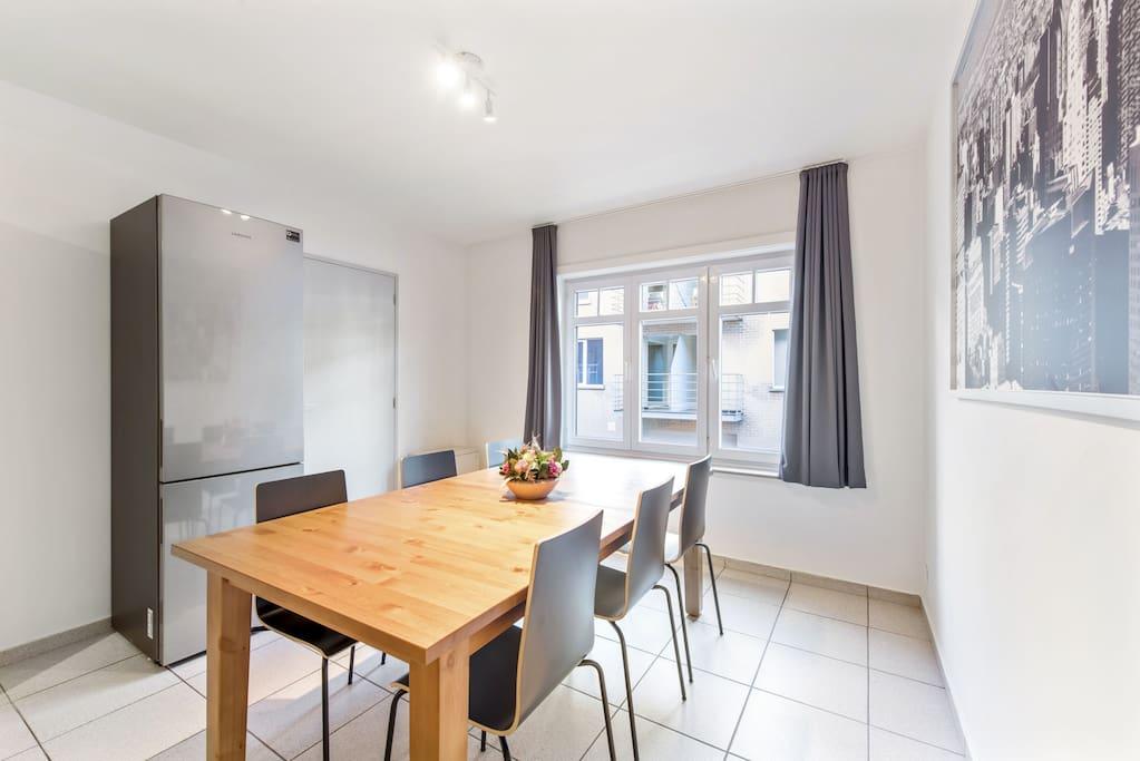 Dining table, combi fridge/freezer