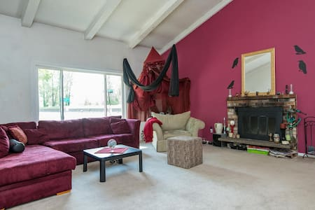 Cool spot minutes from downtown! - Portland - House
