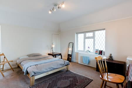 Comfy Private room in Thames Ditton - Thames Ditton
