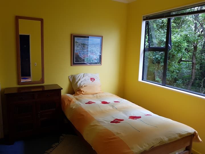 Cosy room with a nice view on the Hutt Valley