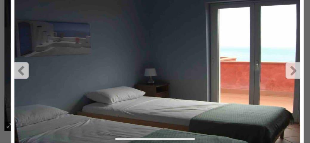 Bedroom 3. 2 x single beds