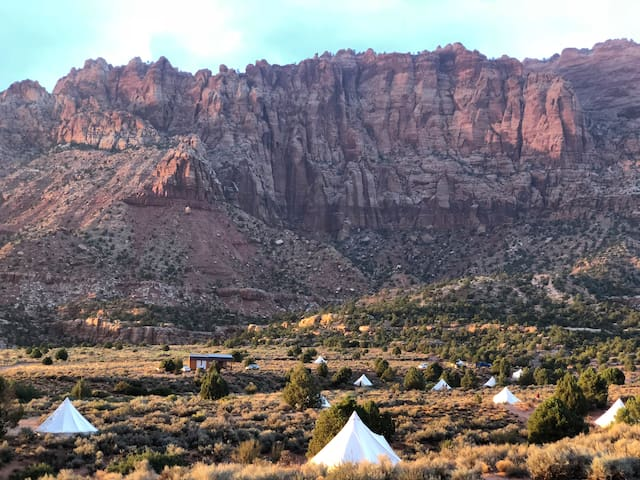 Zion Luxury Camping w/Bathrooms