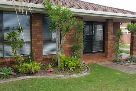 Prvate Rm + Bthrm in Tidy Villa 1.5km to Kirra - Tweed Heads - Villa