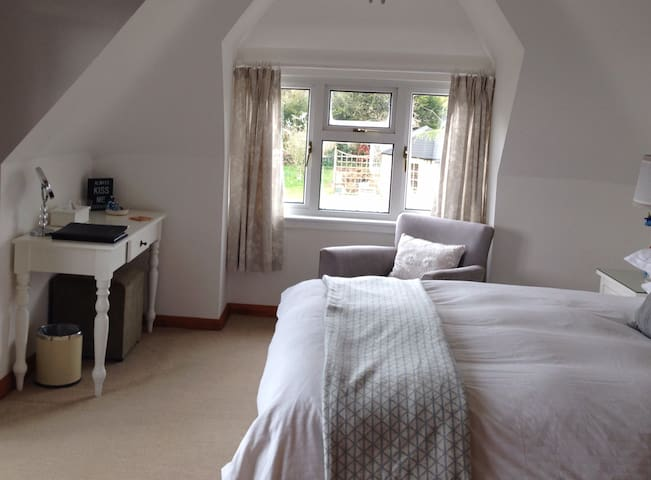 Lulworth bedroom with King bed and ensuite