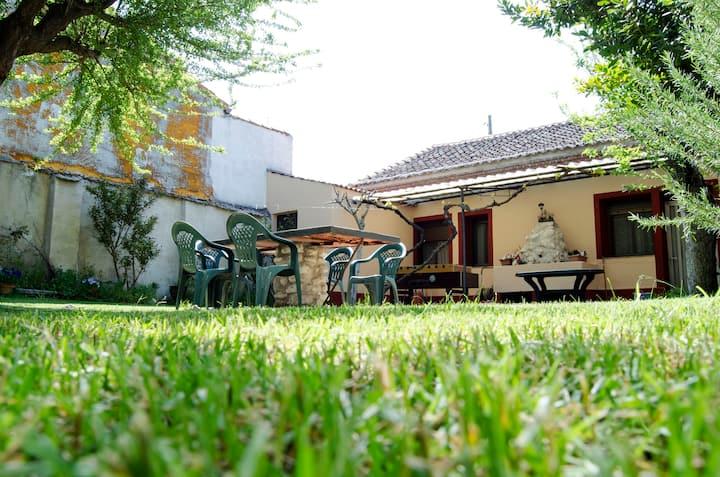 C.R. Las Barricas, con gran jardin
