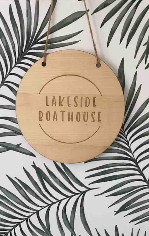 Lakeside Boathouse   Stylish Lakeside Cottage
