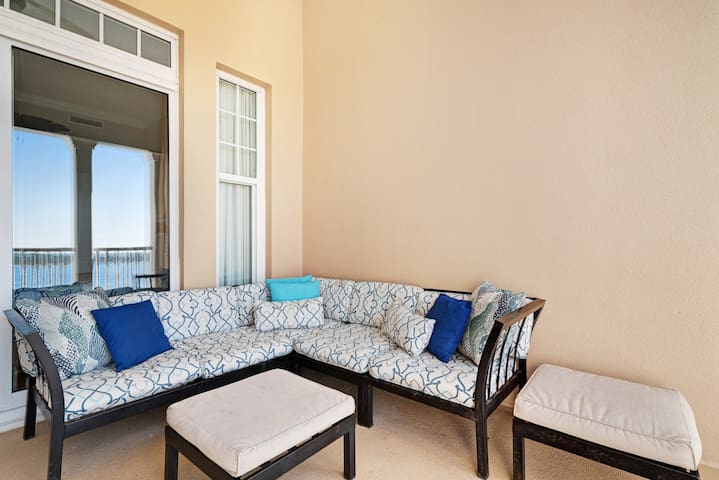 Gorgeous waterfront condo w/ a shared hot tub & pool - near beaches & golf!