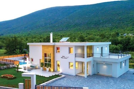 Luxury Villa White Pearl in Slivno, pool & jacuzzi