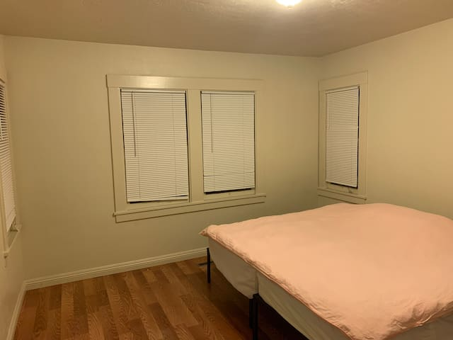 Large room centrally located in Hayward