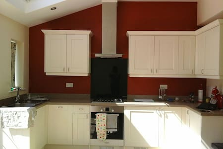 Beauitfully Refurbished 2/3bed home - West Horsley - Casa