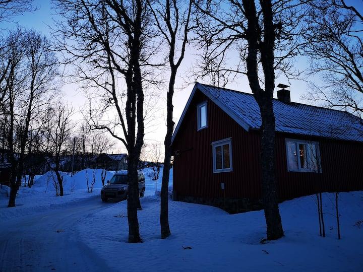 Rødstua, koselig hytte nær naturen.