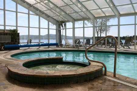 Lakeshore Christmas Vacation Suite - Calabogie - Apartemen