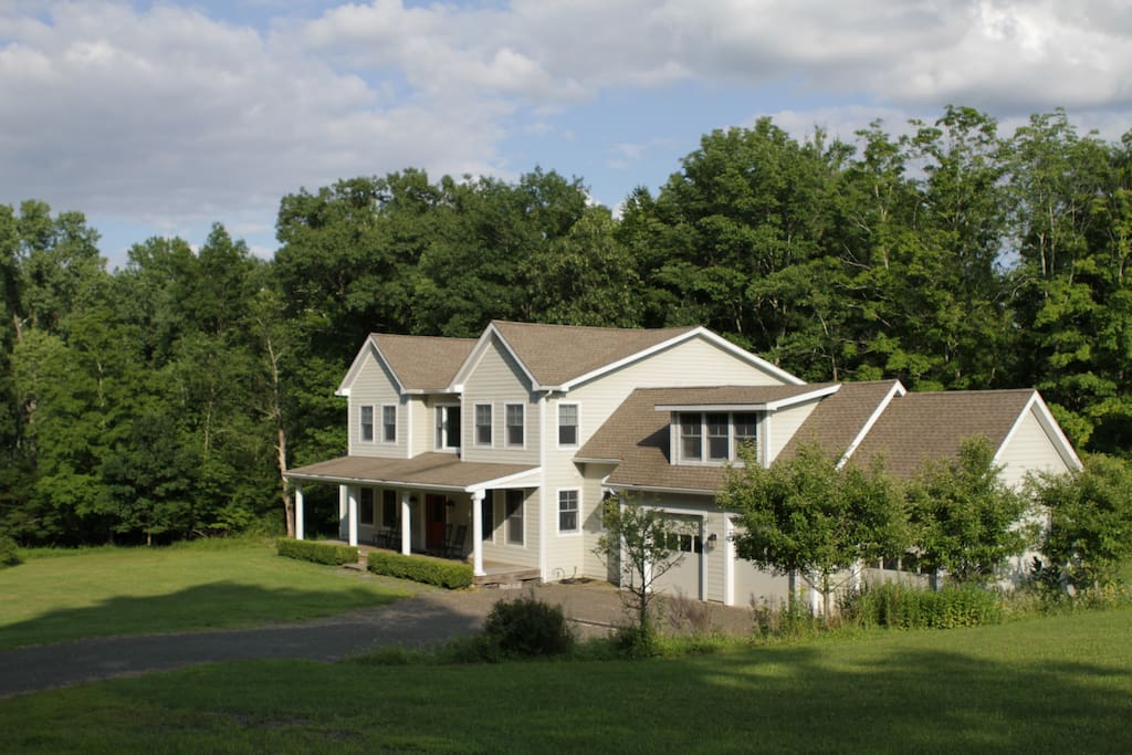 modern farmhouse getaway maisons louer kerhonkson new york tats unis. Black Bedroom Furniture Sets. Home Design Ideas