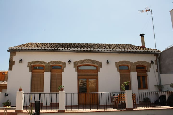 HOUSE FOR 5 PERSONS+SHEETS+ TOWELS+ WIFI - Valencia - Haus
