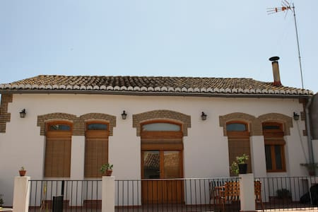 HOUSE FOR 5 PERSONS+SHEETS+ TOWELS+ WIFI - Valencia - Hus