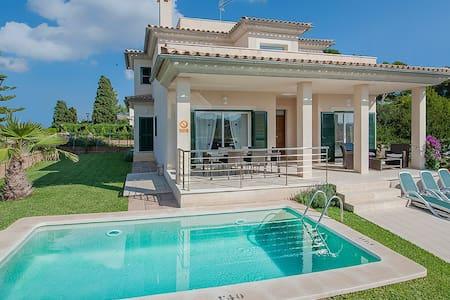 Villa Marisa in beach whith pool - アルクディア - 別荘