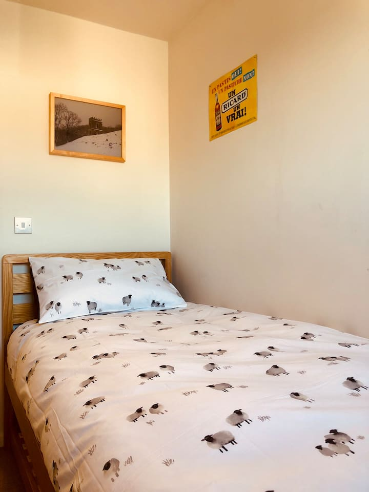 Your bright and cosy room with statement bedding