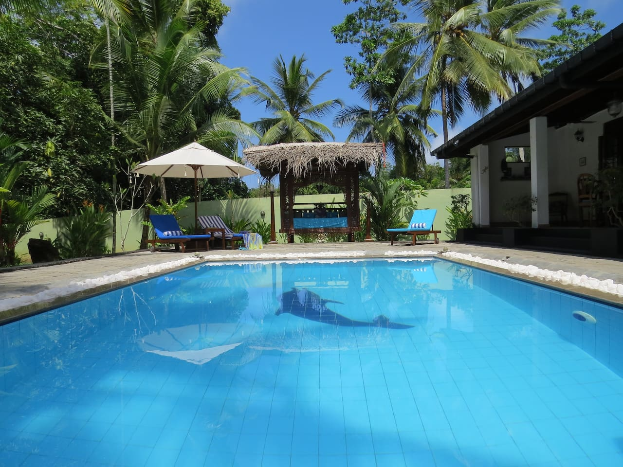 Villa Sapphire - tropical luxury home with AC, sleeping up to 6 plus an infant. 3 en suite power shower rooms