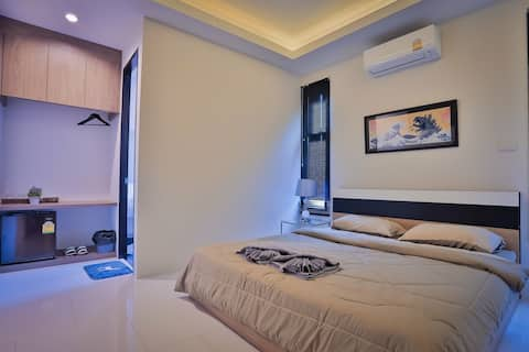 Private Clean bedroom &bath at the Coffee&Hostel