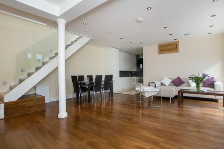 Luxury House 3Bed 2Bath in Chelsea