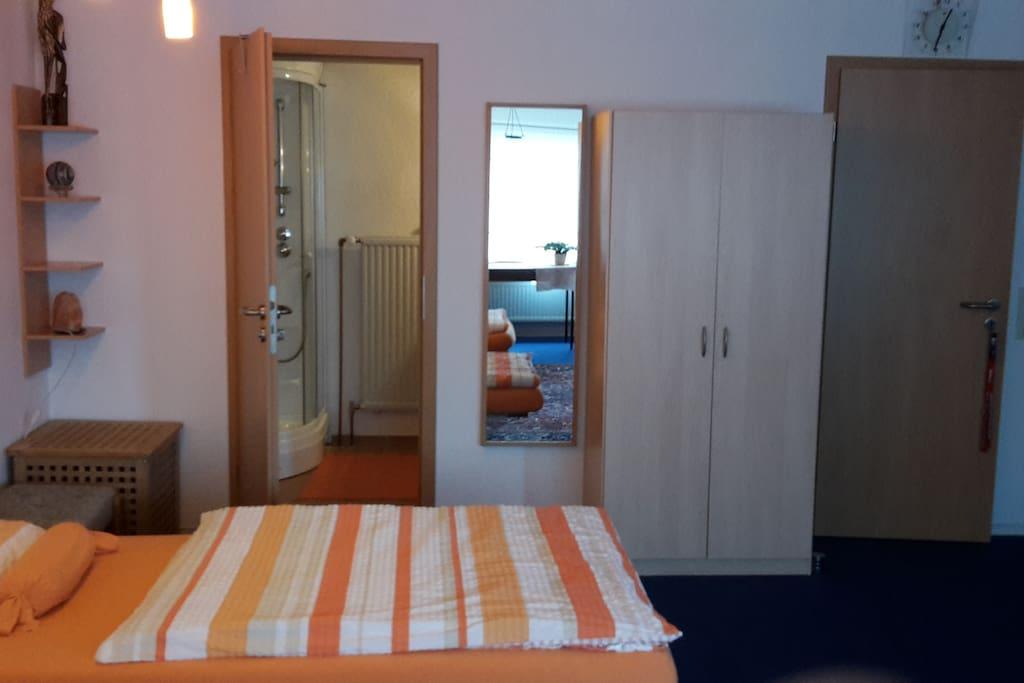 Komfort 1 zimmer appartement eg idyllisch ruhig for Zimmer 75 00 37