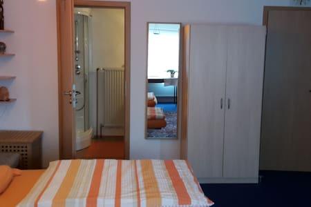 Komfort 1 Zimmer Appartement, EG, idyllisch, ruhig - Waldenbuch - Wohnung