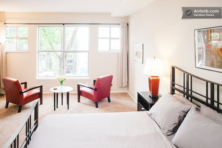 Modern Belltown Studio with 2 beds