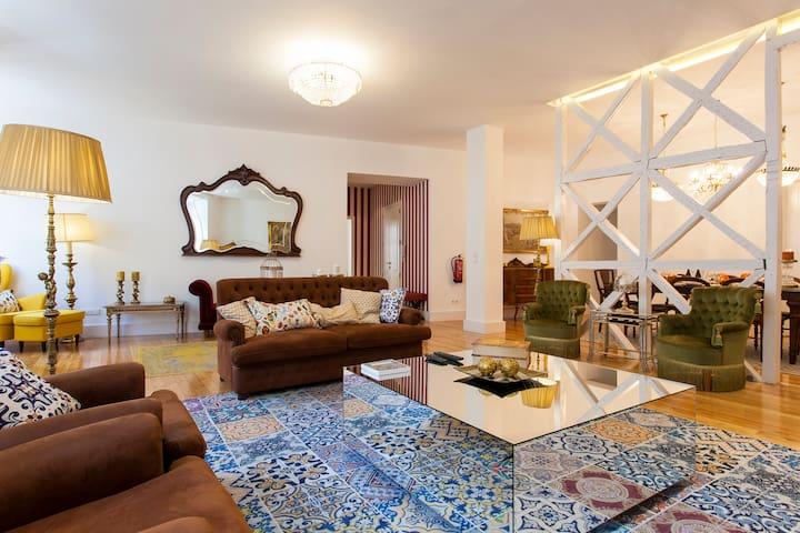 Chiado luxury charming flat! Free parking!