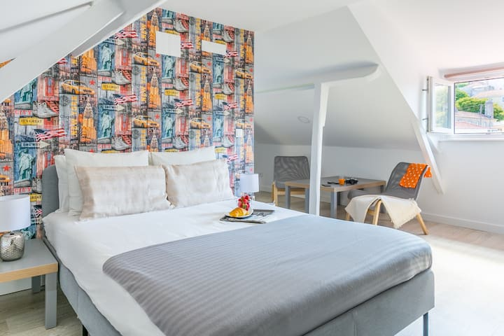 Studio with Double-Bed and Air Conditioner