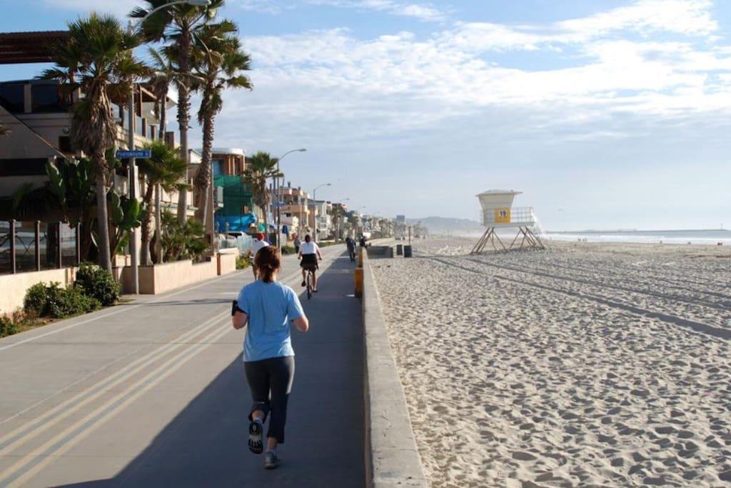 Pacific Beach/Mission Beach boardwalk only short walk from the home!