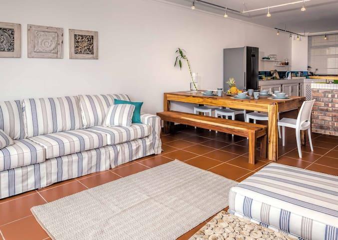 La Mer Seaview Apartment