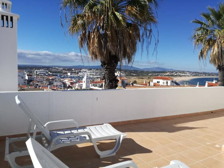 City Centre 1 Bedroom Apt 5min from the beach