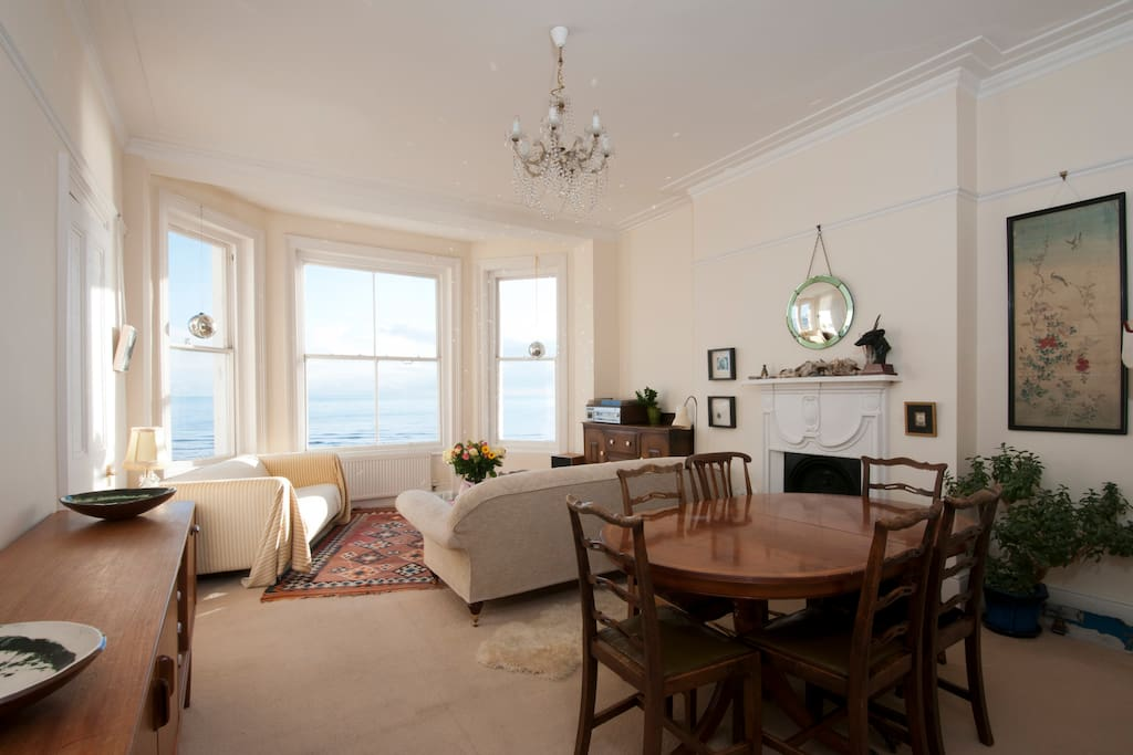 Beautiful Seafront Sunny Apartment