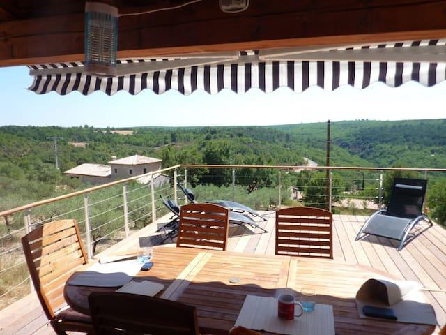 Maison au calme avec grande terrasse , belle vue . - Artignosc-sur-Verdon - Luontohotelli