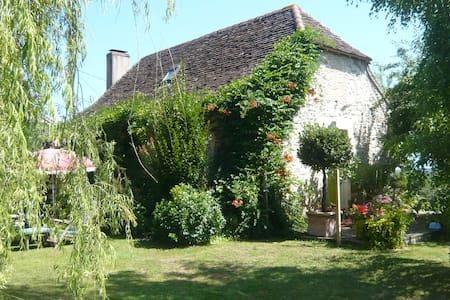 Le jardin de la Peyrennie - Ajat - Rumah
