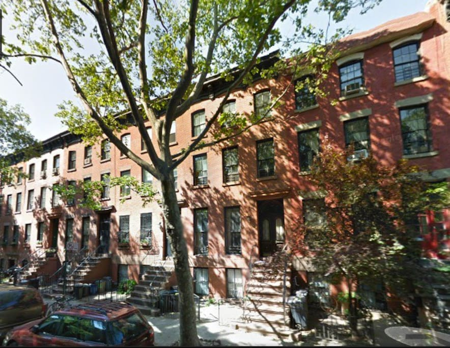 UNBEATABLE LOCATION in BoCoCa -on a perfect and central  block in BROWNSTONE BROOKLYN - (near F/G/A/C/2/3/4/5/R)