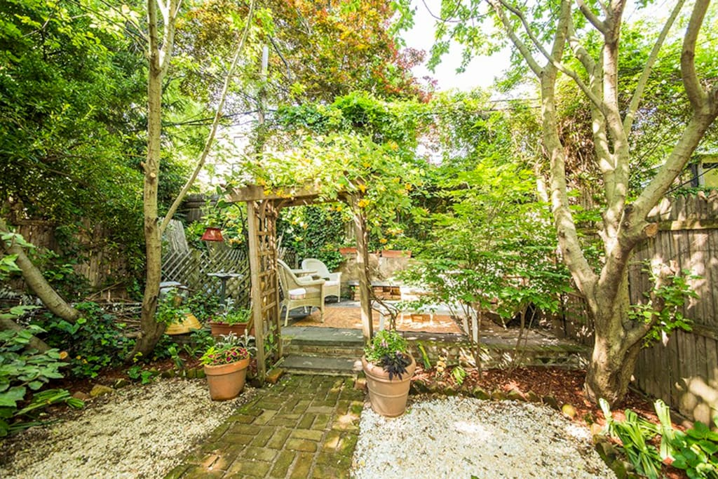 Large private garden w/ comfortable seating area