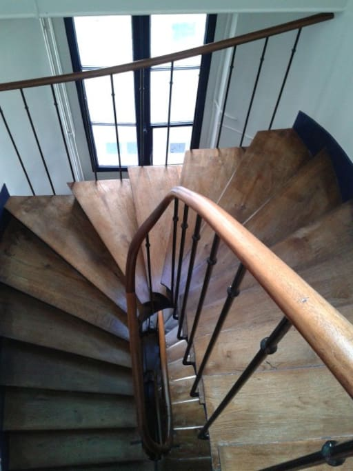 escalier parisien: 4e étage (sans ascenseur)