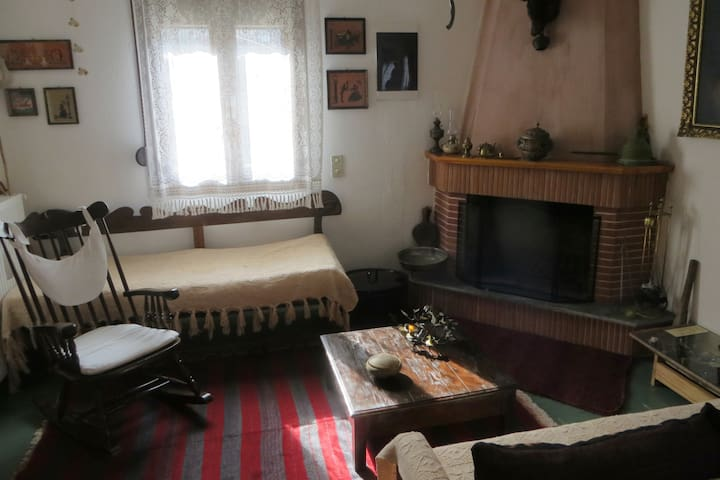 Traditional family house, 80m2 (garden+parking)