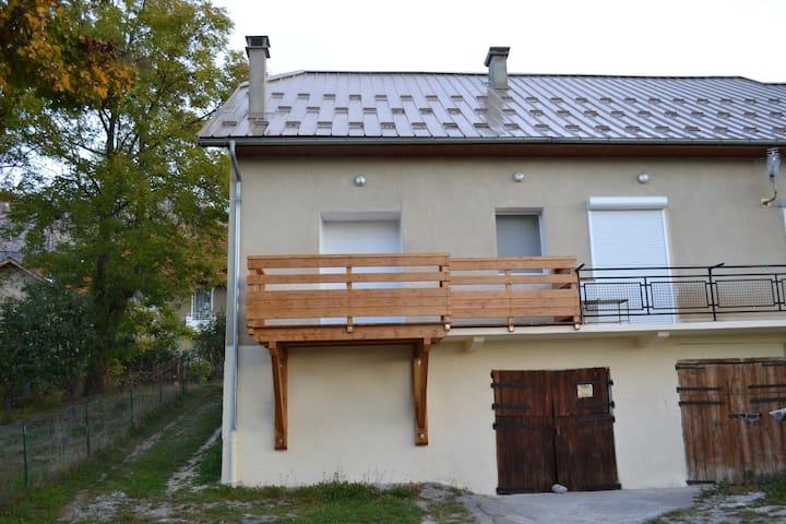 Appart 55 m2 dans hameau, 6 pers