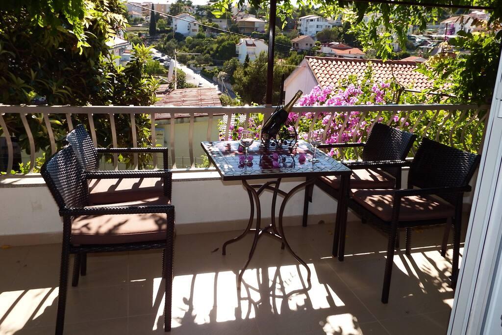 Lower terrace with breakfast table