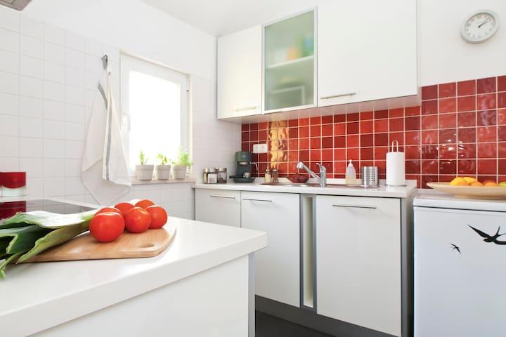 Fully equipped kitchen - fridge, dishwasher, oven, vitroceramic hob, toaster, kettle...