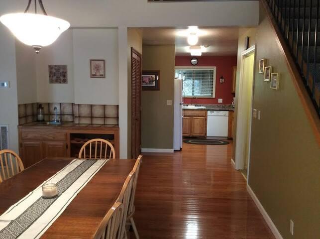 Spacious & Comfortable Gold Country Mountain Condo - Murphys - Apartament
