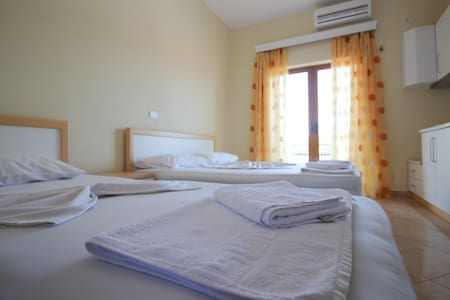 Studio Apartment with sea view @DIne - Ksamil