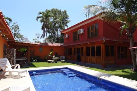 Costa Rica Beach Houes - Esterillos Oeste - Casa