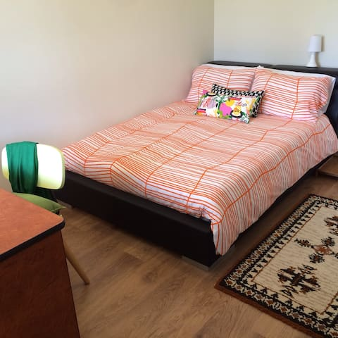 Cozy, clean, welcoming double room - Queens Park - Rumah