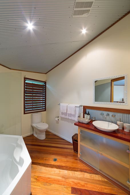 Throne Room Ensuite Bathroom