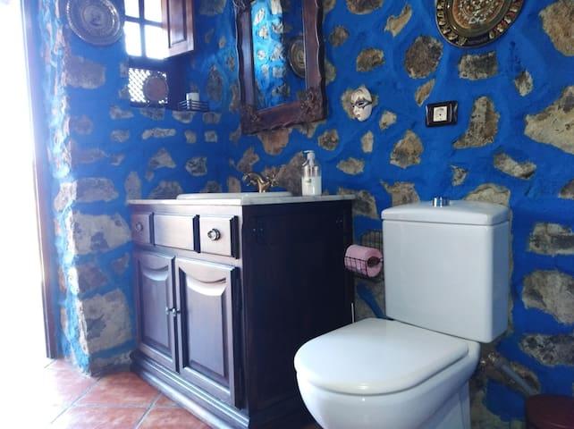 Retrete y mueble de baño