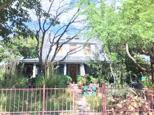 Desert Pearl historic home